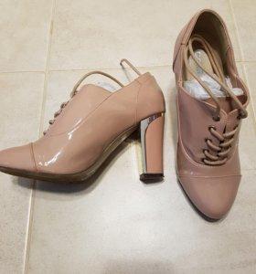 Ботинки и клатч