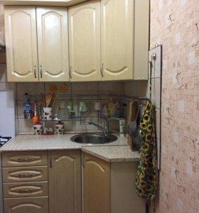 Кухонный гарнитур и 2 полки