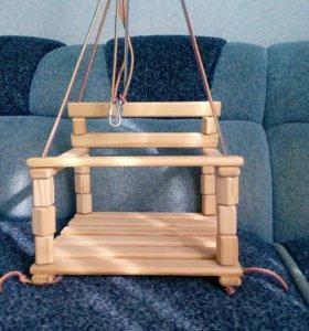 Подвесная деревянная качеля