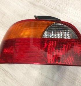 Задний левый фонарь Toyota Avensis 1997-2000