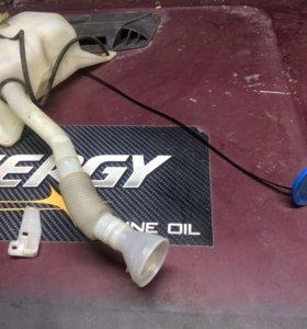 Бачек омывателя с моторчиками Honda stream rn1