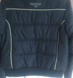 Женская куртка Reebok  состояние новой