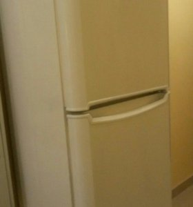 """Холодильник """" индезит """""""