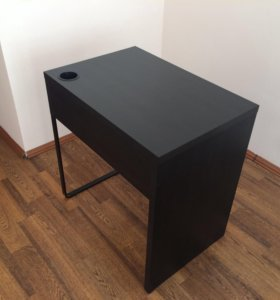 Стол МИККЕ из IKEA