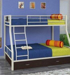 Двухъярусная металлическая кровать с ящиками