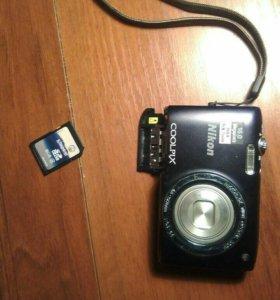 Фотоаппарат с флешкой  и чехлом.