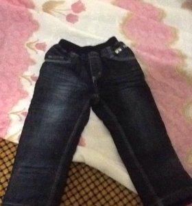 Продам джинсы детские на флисе.