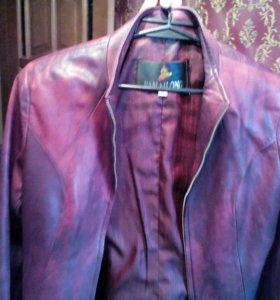 Продаю кожаную куртку в хорошем состоянии!))
