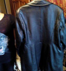 Продаю женское кожанное пальто!))
