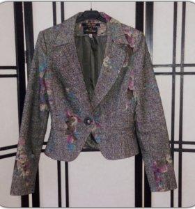 Пиджак новый, Mary Stone