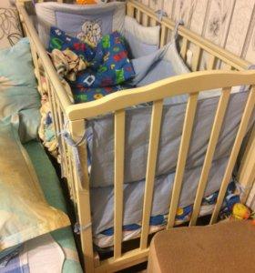 Детская кровать с маятником и матрасом.Торгуместен