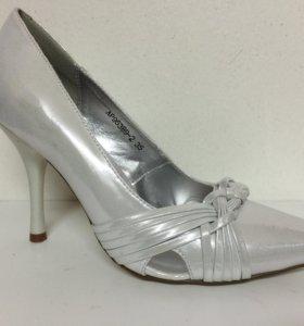 Новые туфли серебристые MakFine