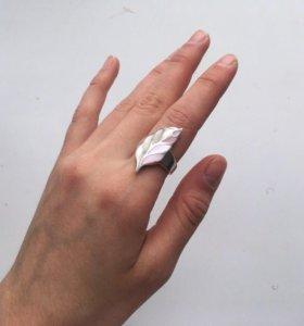 Серебряное кольцо с перламутром 925 пробы