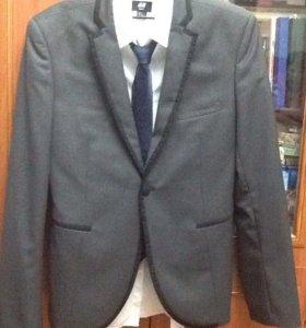 Молодежный костюм