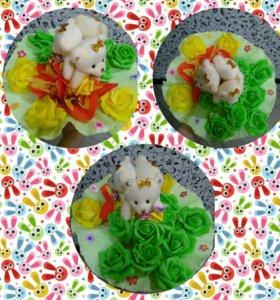 Букет из цветов конфет и мишек