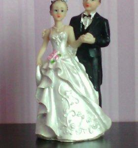 Фигурки жениха и невесты