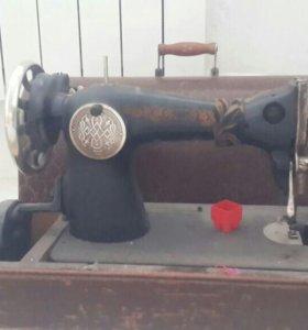старинная швейная машина