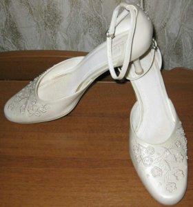 "Свадебные туфли "" Louisa Peeress""."