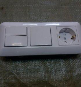 Блок выключателей с розеткой