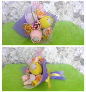 Букет из чупа-чупсов и шоколадных яиц