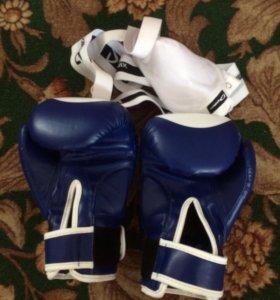 Боксёрские перчатки 10oz и защитник паха