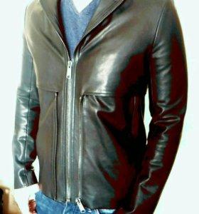 Модная куртка в байкерском стиле.