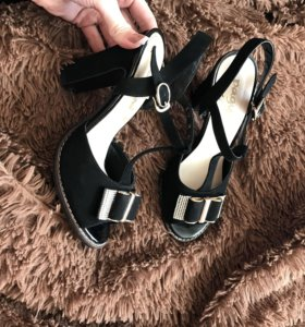 Продам туфли новые