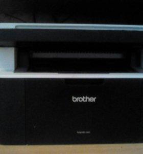 Принтер лазерный,цветной скан, черно-белая печать