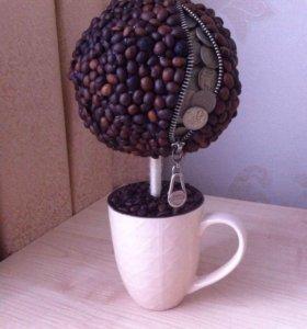 Топиарий из кофе и монет.