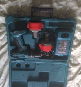 Аккумулятор макитра 2шт и зарядное шурупо