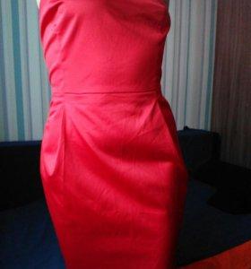 Красное котейльное платье.