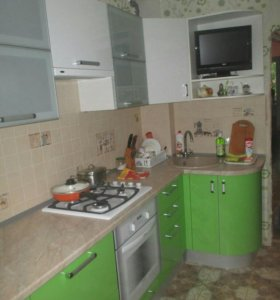 Кухня со стеклянными дверцами