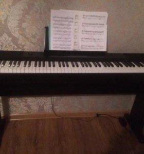 Полупрофессиональный синтезатор(пиано)