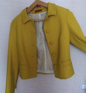 Демисезонное пальто-пиджак.