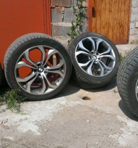 Разноширокие диски шины BMW X5 x6 r20 лето