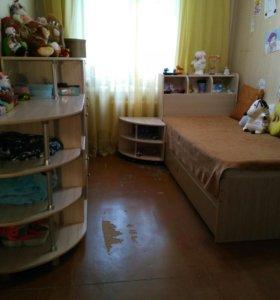 Мебель комплект кровать,стол и шкаф