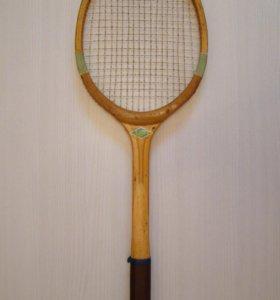 Советская теннисная ракетка.