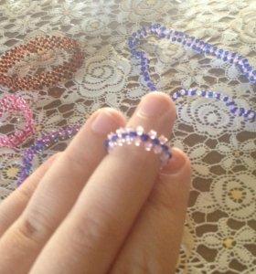 Браслеты и кольца из бисера
