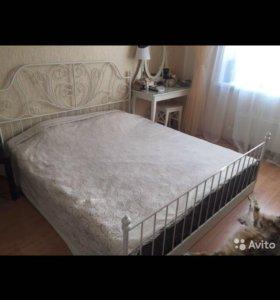 Кровать с матрасом 180/200