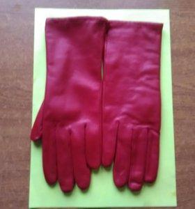 Новые кожаные перчатки.