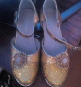 Туфли цвет золотой