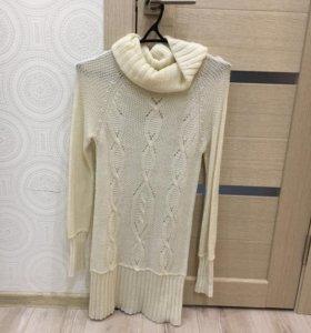Женское вязаное платье.