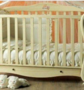 Кроватка-качалка с матрацом и красивым балдахином