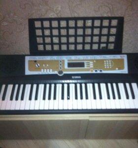 Синтезатор psr R200