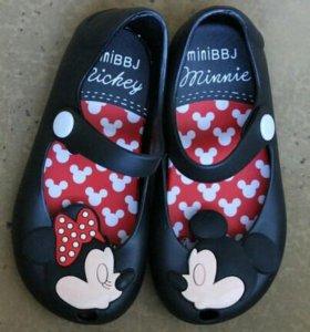 Новые детские туфельки