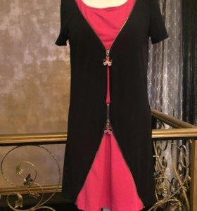 Платье CHANEL.