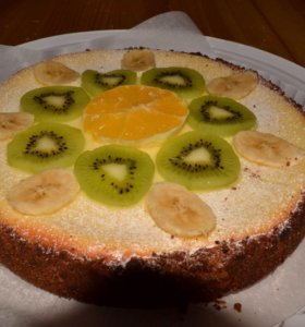 """Торт """"Чизкейк"""" на заказ, украшен фруктами"""