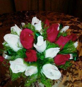 Букетик из 25 цветов с конфетами.В наличии.