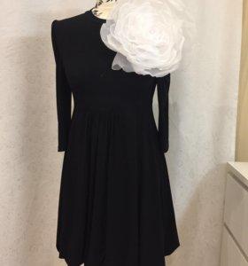 Платье и брошь