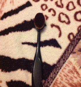 Новая кисть-щеточка для макияжа